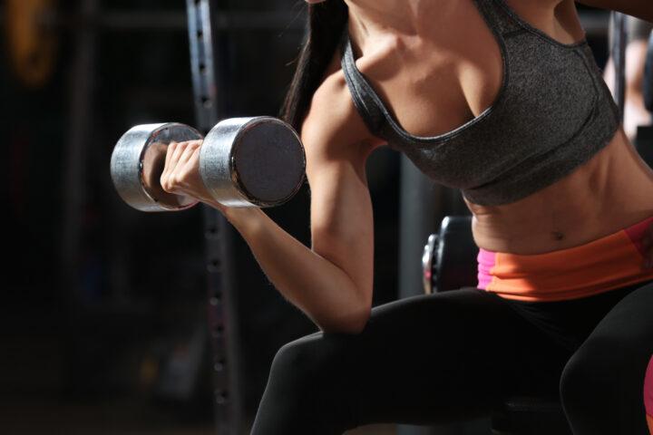 Corpo libero si pesi no? Spesso si demonizzano gli esercizi con i pesi in caso di mal di schiena o diastasi, ha davvero senso?